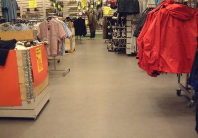Rött butiksgolv
