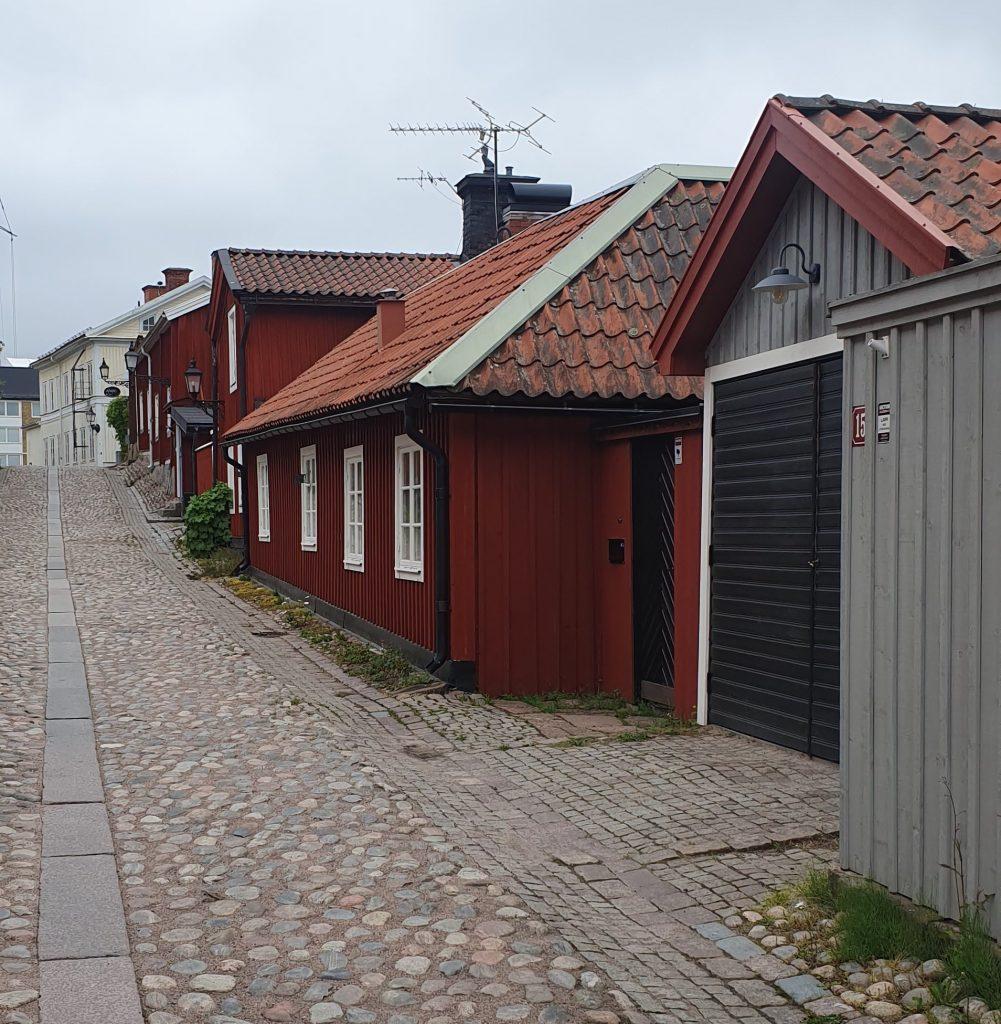 Injo Golv arbetar i Gävle med omnejd.