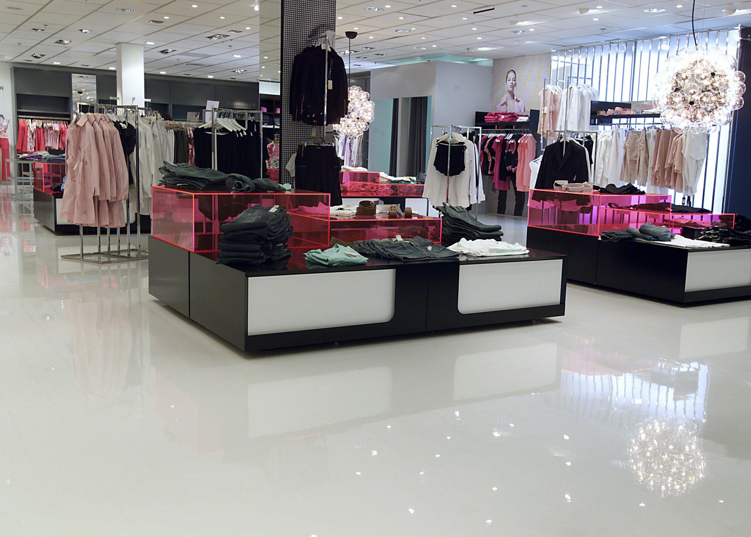 Massagolv butiksgolv NK Stockholm